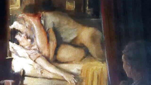 ロシアのポルノ。 テレビを見ても、若い男がほとんど退屈していたヤギに注意をそらして注意を払うのを妨げるものではありません。 女性 用 エロ 動画 サイト