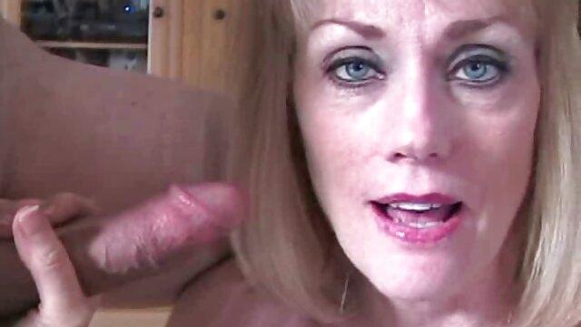 堕落した雪女がチンポをしゃぶりたい、恥知らずに脚を広げて膣オナニーを開く 女性 用 エロ ビデオ
