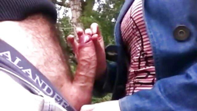 雌犬は痛みに突入し、彼は誰かに属しているのが好きで、誰かに雌犬。 だから猥褻な他の人は彼を縛り、鎖で縛られ、弾性尻に鞭で殴られました 女の子 用 エッチ 動画